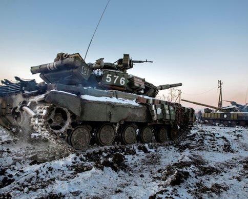 Террористы стягивают танки  и бронемашины к Авдеевке