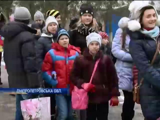 Iз Донеччини до Днiпропетровська евакуювали 107 дiтей (видео)