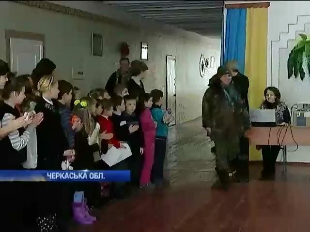 Школярi Черкащини зiбрали подарунки вiйськовим (видео)