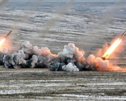 Террористы обстреляли железнодорожный вокзал в Дебальцево