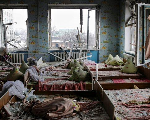 """Перемирие в Луганске: """"Смерчи"""" накрыли школу и больницу (фото)"""