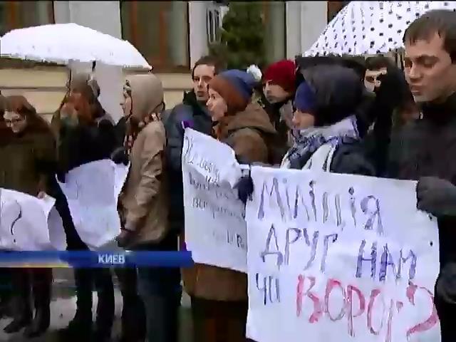 В Киеве требовали расследования по избиению журналиста Реуцкого (видео)