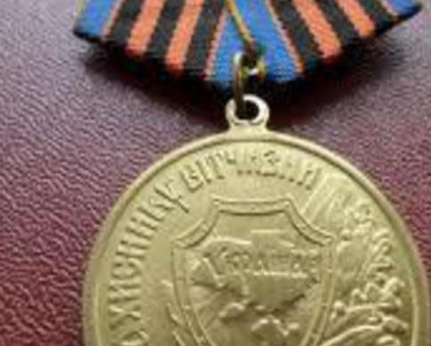 """Порошенко учредил новую медаль """"Защитнику отечества"""" (видео)"""