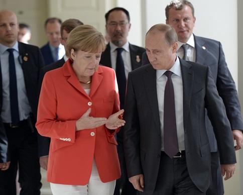 """Путин предложил Меркель """"чеченский"""" вариант урегулирования ситуации на Донбассе"""