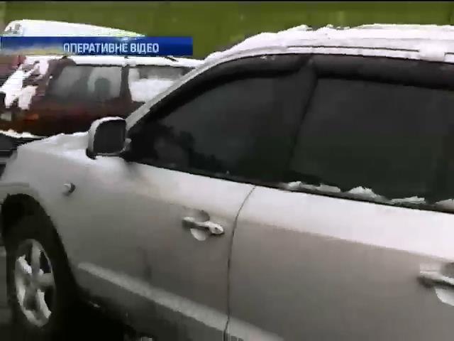 У Днiпропетровську вибухнула бомба на парковцi (видео)