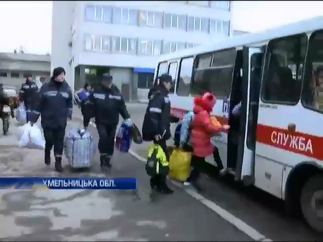 Хмельниччина зустрiла сiм'i переселенцiв з Донбасу (видео)
