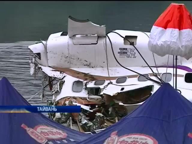 На Тайванi знайшли тiла 31 жертви авiакатастрофи (видео)