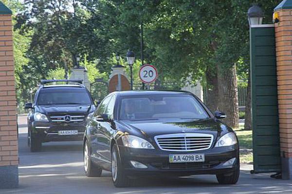 """""""Мерседесы"""" из гаража Януковича заглохли"""
