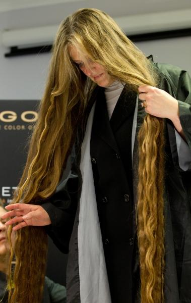 фото самых длинных волос.  рекорд самых длинных волос в стране